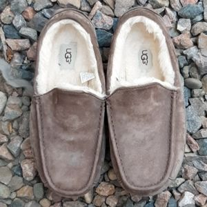 UGG leather slippers brown